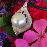 Stunning Broome Pearl 9ct Diamond Leaf Pendant