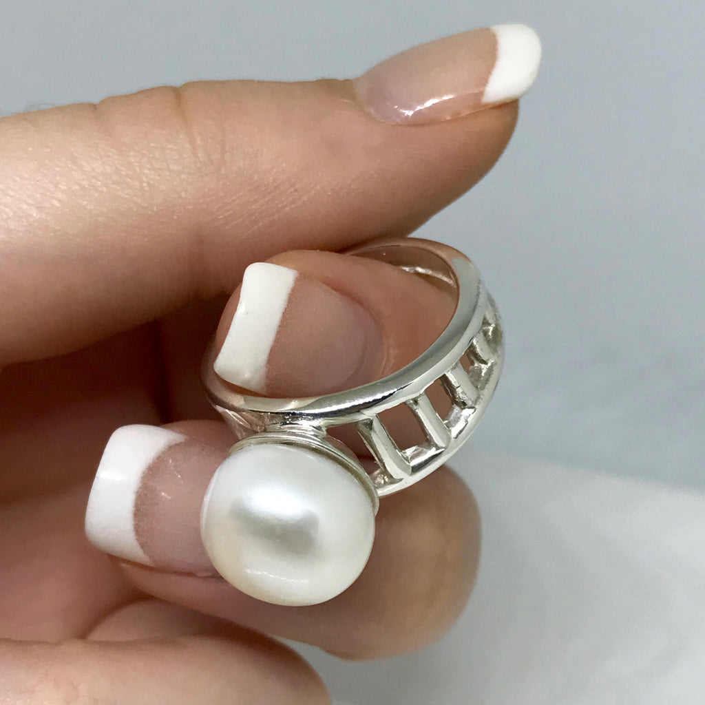 Cultured Freshwater Pearl Staircase to the Moon Design Ring