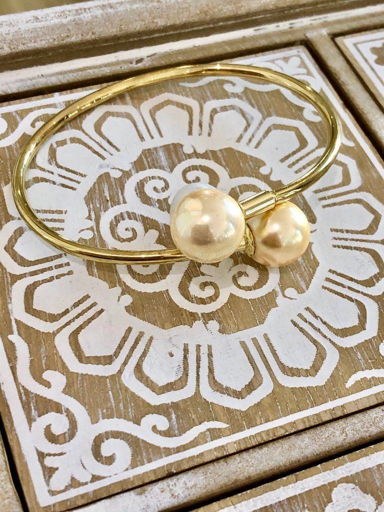 Shell Based Pearl Bangle