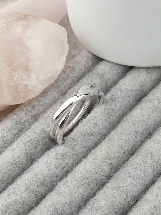 Sweet kisses layered ring