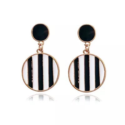 Retro exaggerated oil drops black and white circle earrings
