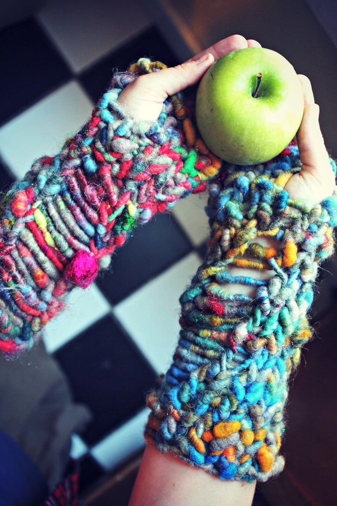 SOHO MITTS arm warmers (Free Knitting Pattern)