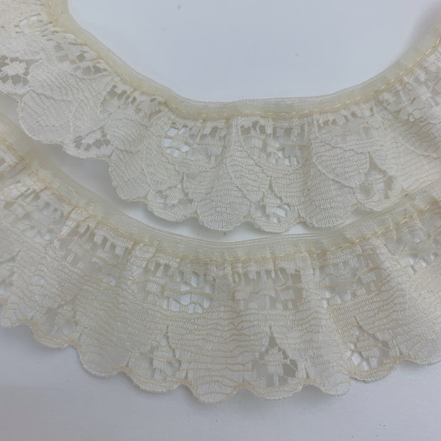 "1 1/4"" Scalloped Petal Lace Trim - Non Stretch - Pale Yellow - 1.45M Bundle"