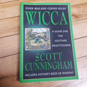 Wiccan - A Guide for Solitary Practitioner ( Used - Good Condition )