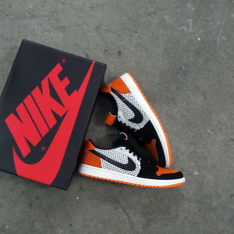 d16c86e535bd8b ... italy unboxing series episode 2 nike air jordan 1 low flyknit shattered  backboard a7628 9c5d5