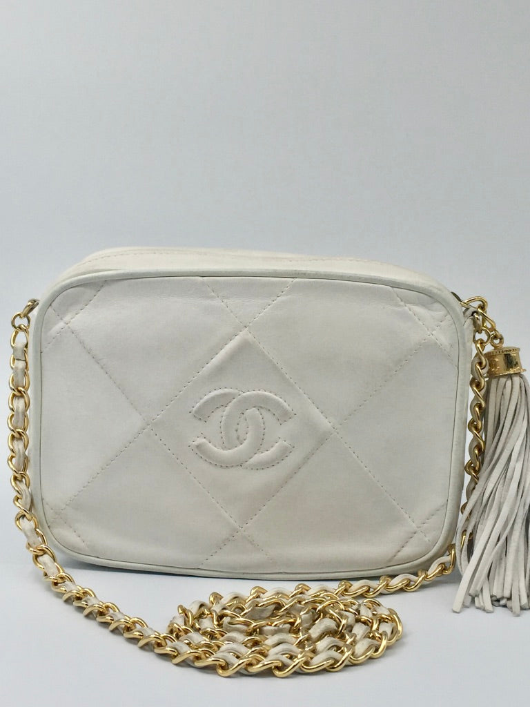 8d88db433b CHANEL Camera case white