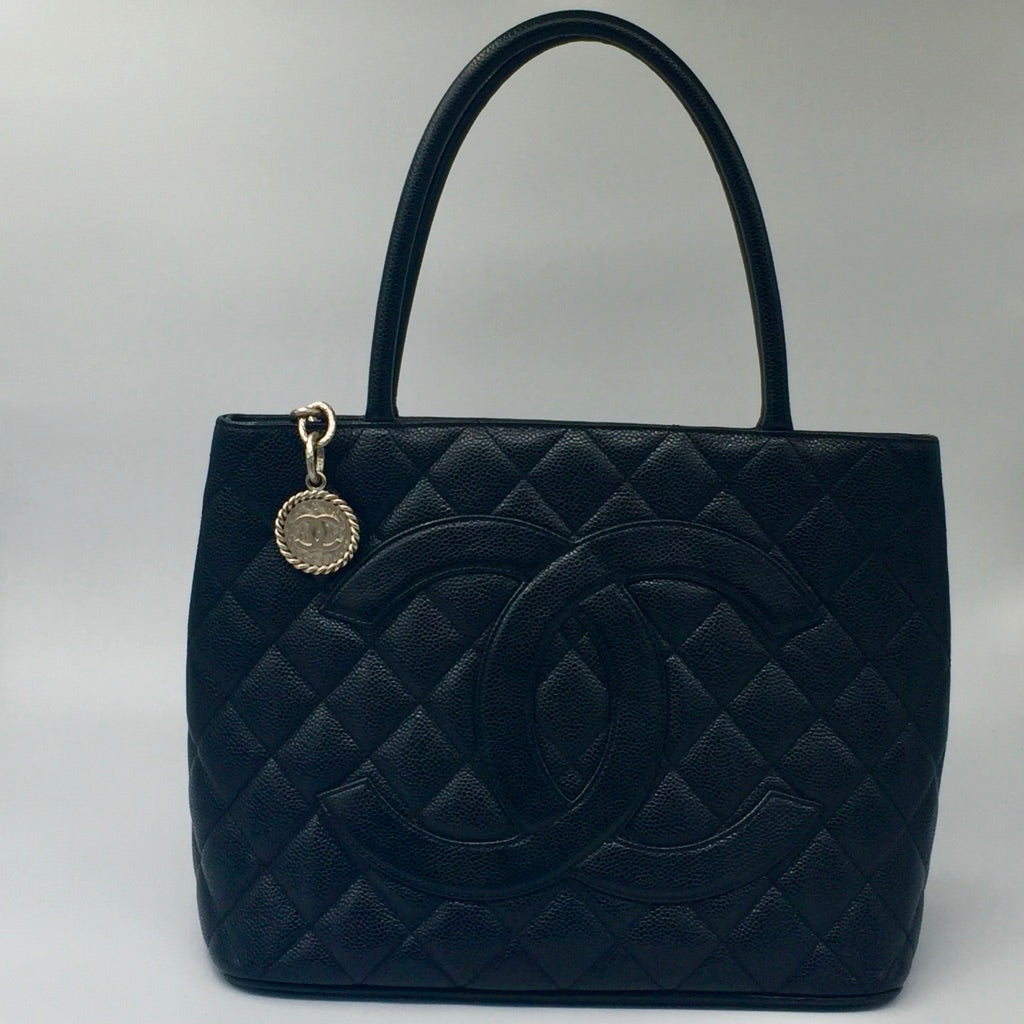 1534421b784a CHANEL Matelasse Medallion Tote Caviar Leather black – Preloved Lux