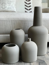 Load image into Gallery viewer, Terracotta Vases - Set