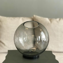 Load image into Gallery viewer, Globe Vase - Black