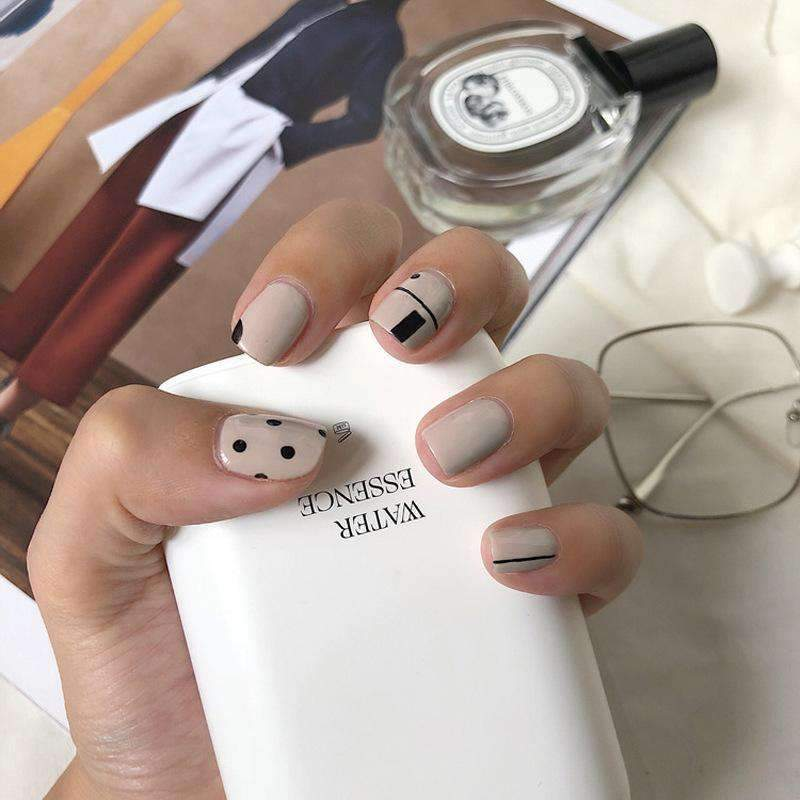 Chic Graphic Magic Press On Nail Manicure