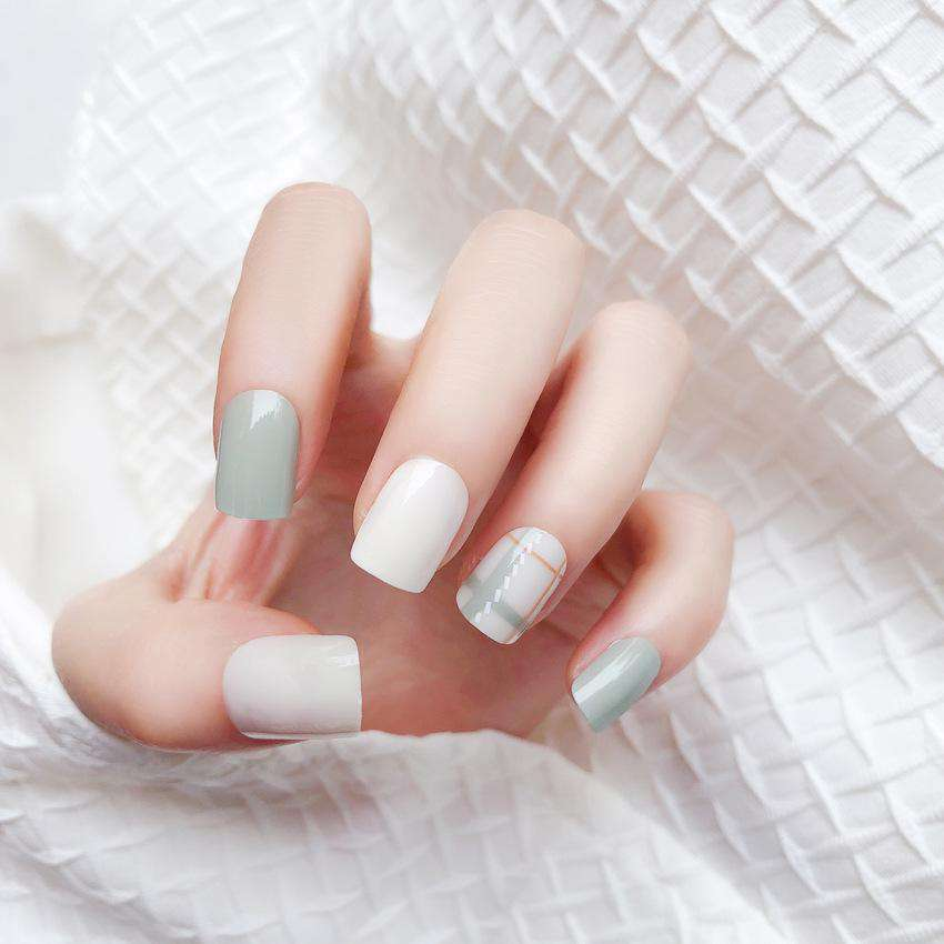 Scottish Grid Magic Press On Nail Manicure