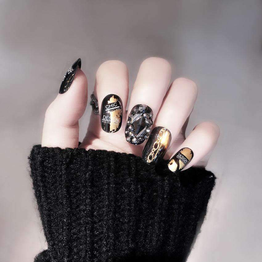 Chic Design Gold Chain Magic Press On Nail Manicure