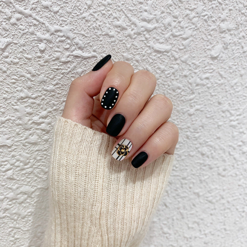 Lady in Black Magic Press On Nail Manicure