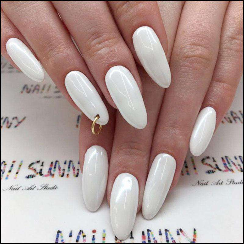 Gold Circle Magic Press On Nail Manicure