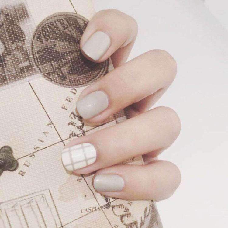 Cute Plaid Magic Press On Nail Manicure