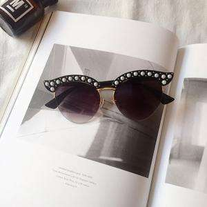 Vintage Wafer Lens With Pearl Side & Bee Detail Frame Sunglasses gallery 7