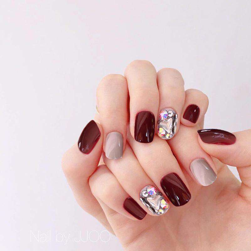 Winter Elegant Glittering Artificial Diamond Magic Press Nail Manicure