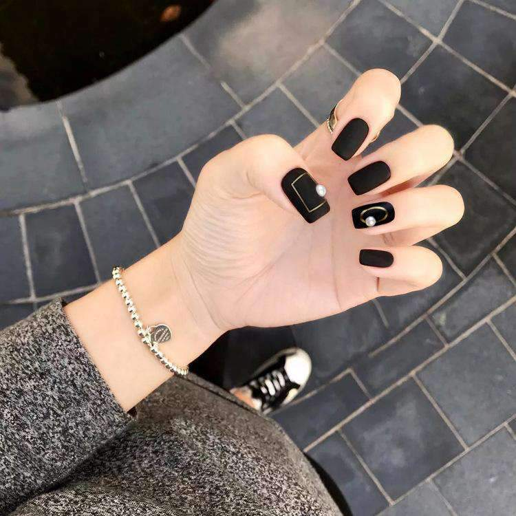 Black Widow Magic Press On Nail Manicure