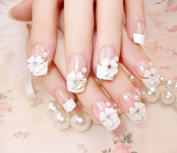 Pearl & Flower Design Magic Press On Nail Manicure