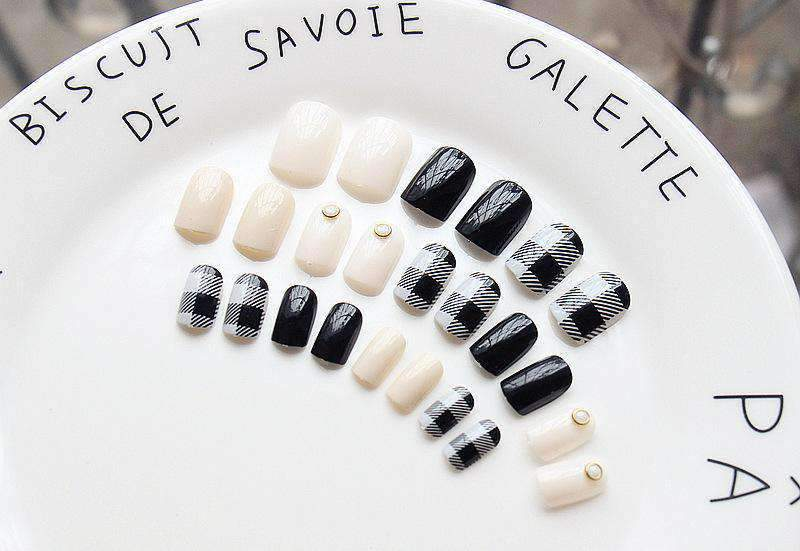 Scottish Grid Black N White Magic Press Nail Manicure