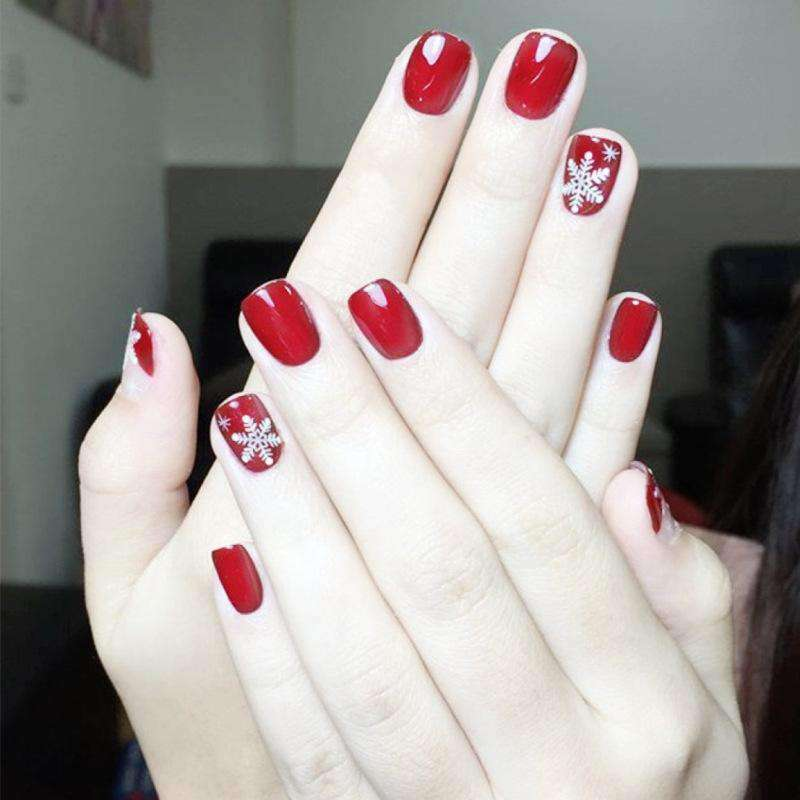 Christmas Snowflake Magic Press On Nail Manicure