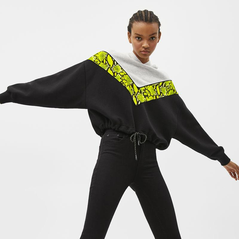 Loose Waistband Serpentine Cropped Hoodie