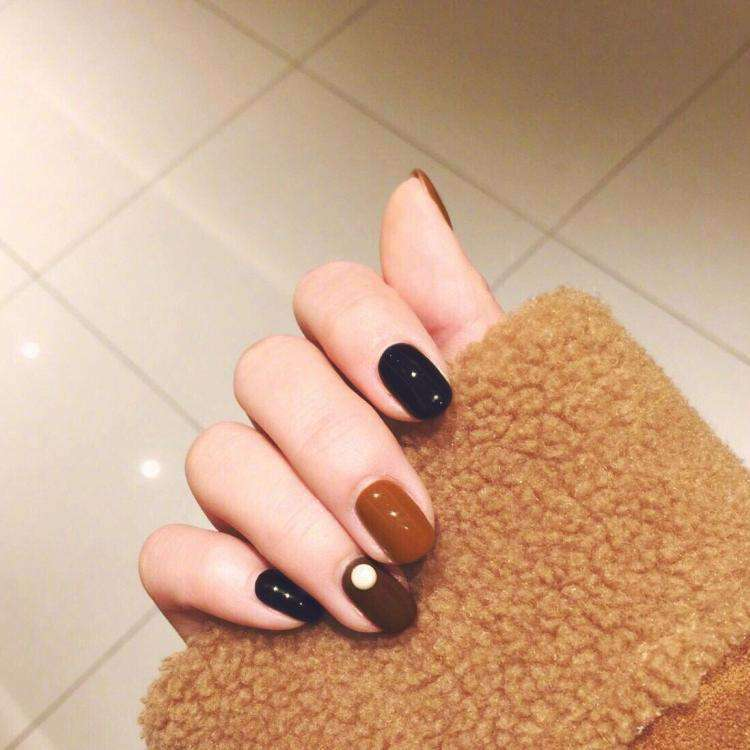 Brown & Black Magic Press On Nail Manicure