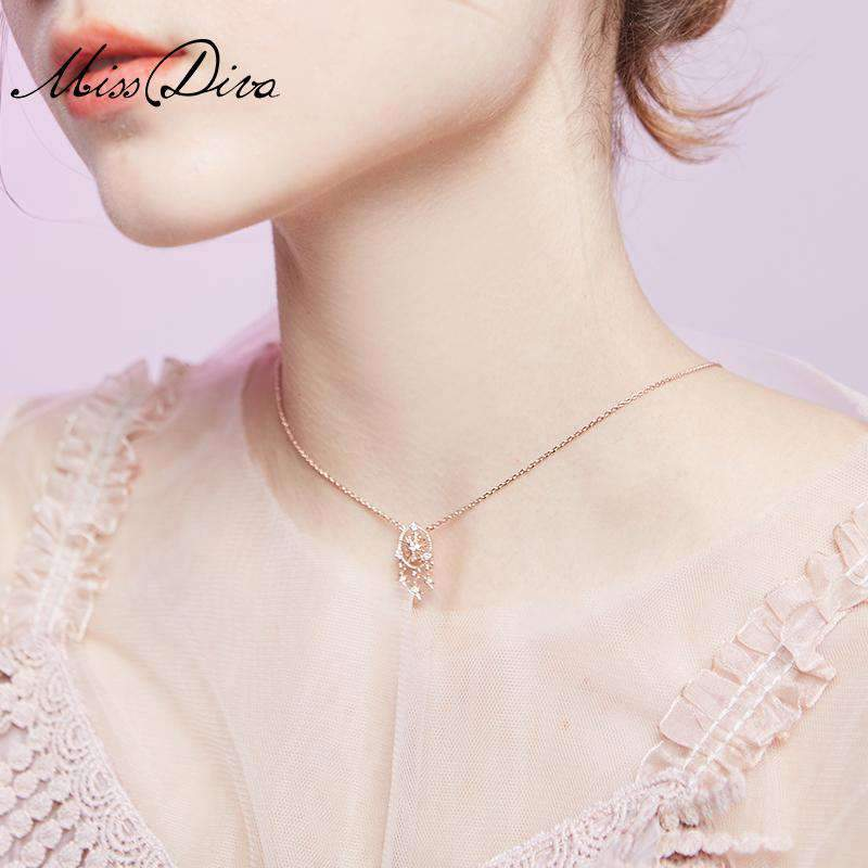 Elegant Snowflake Pendant Short Necklace