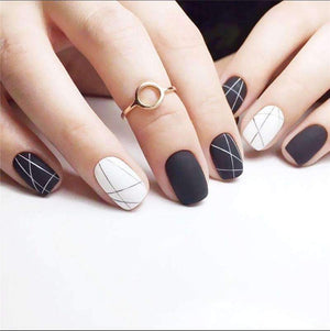 Single Lines Black N White Magic Press Nail Manicure