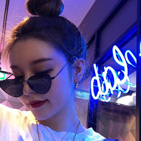 Vintage Triangle Transparent Resin Lens Fashion Sunglasses gallery 5