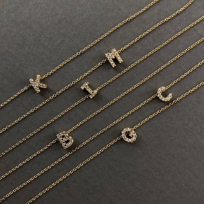Shine, 18-karat Yellow Gold Necklace with Diamond Pendant - U