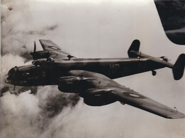 Vintage Original WWII Photo - Armstrong Whitworth Whitley