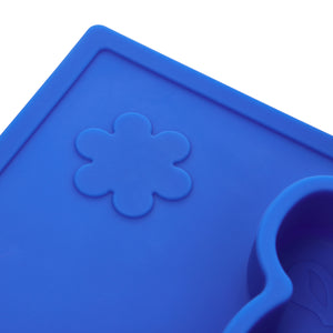 The embossed flower shapes on the hippo silicone placemat help develop your baby's senses