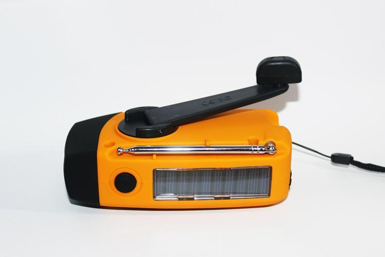 Fm-1 | Multifunction Flashlight/radio/power Bank - Gadget