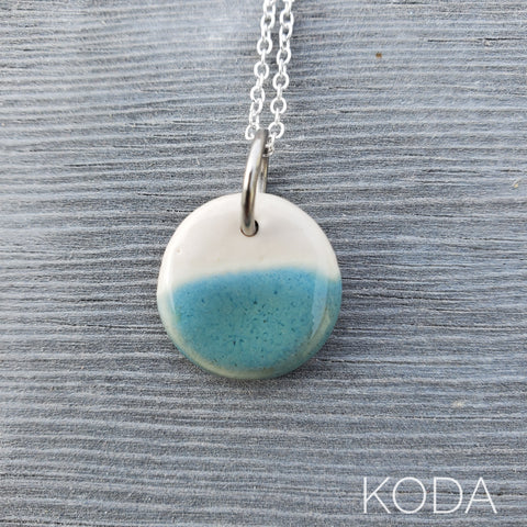 Spectrum Circle Necklace - Turquoise Sparkle