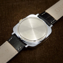 Load image into Gallery viewer, Raketa NOS Early Soviet Quartz Square Watch From 70s