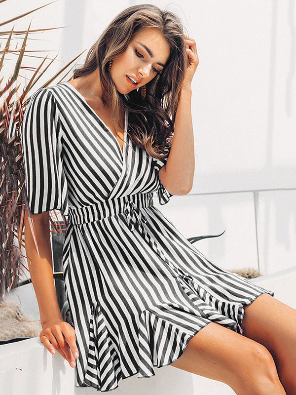 Printed Strap V-neck Short Sleeve Mini Dresses