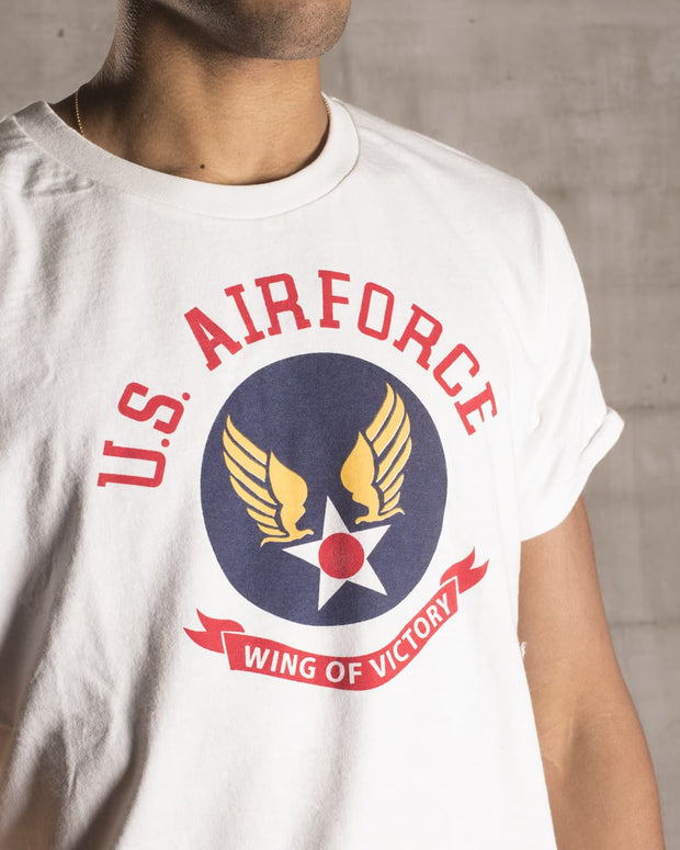 "Overlord Upcycling Vintage • White and Bright Colors ""Wing Of Victory"" US Air Force T-Shirt"