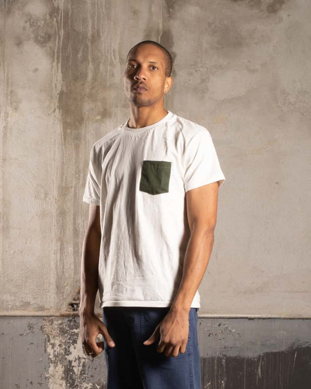 Overlord Upcycling Vintage • T-Shirt with upcycled army pocket