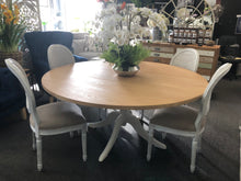 Load image into Gallery viewer, Elm Top Round Pedestal Table - 6 or 8 seater
