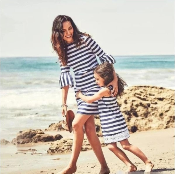 HE Hello Enjoy Matching Outfits Mother Daughter Dresses Summer 2019 Mommy And Me Clothes Beach Stripe Lace Family Look Swimsuit