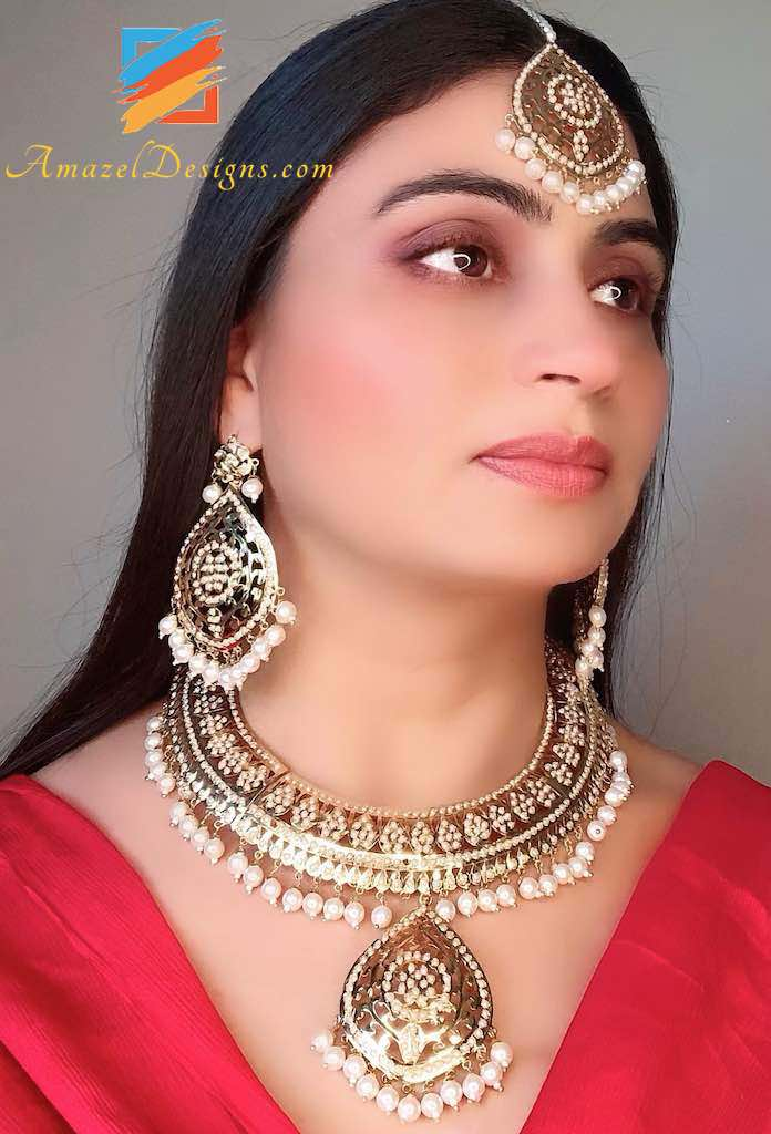 Elegant Golden Jadau Pendant Necklace Tikka Earring Set