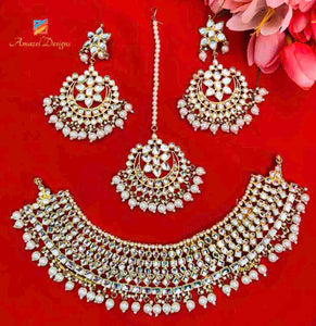 Beautiful Heavy White Kundan and Pearls Earrings Tikka Necklace Set