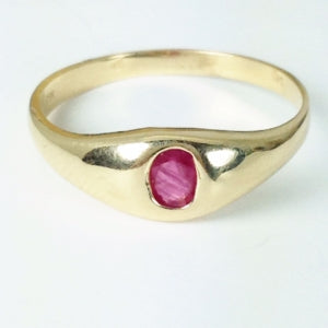 Vintage gold and ruby ring