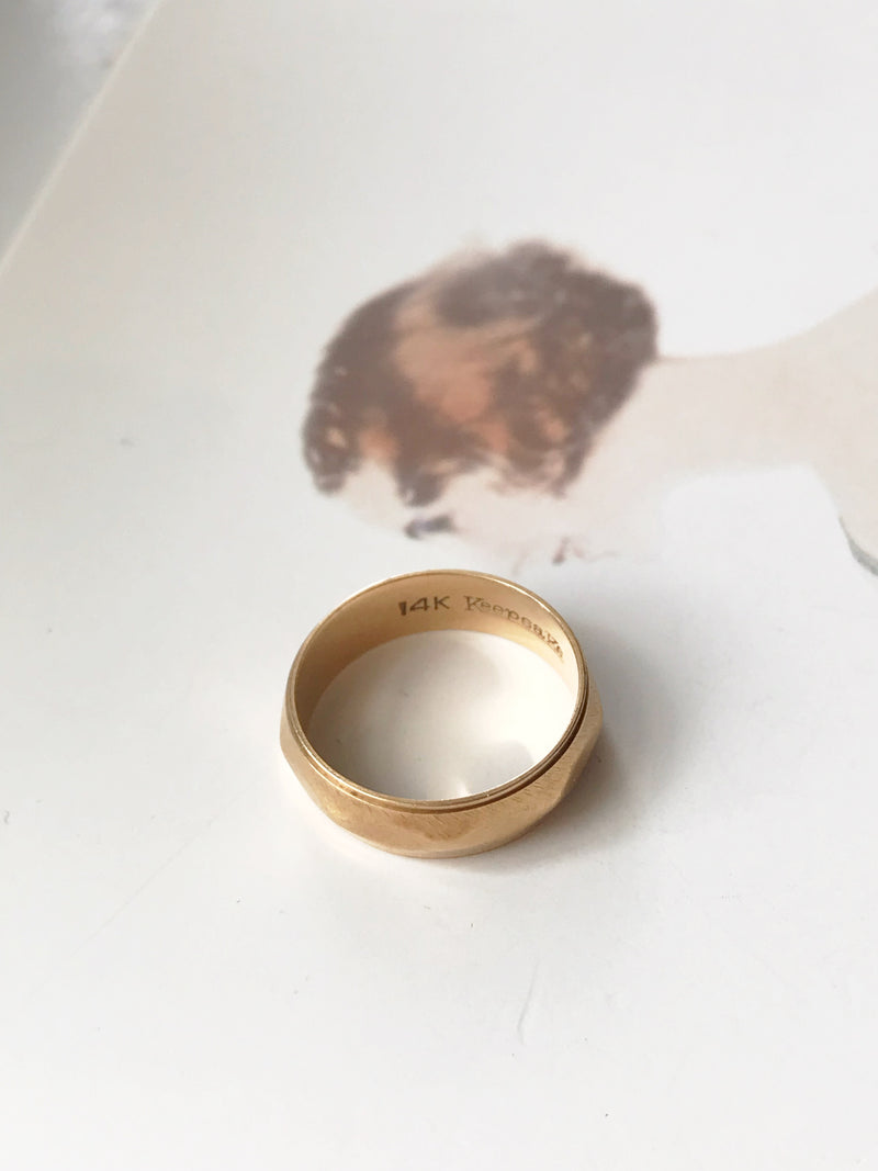 1950's Geometric Beveled Gold Wedding Band