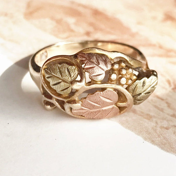 Vintage grapevine Black Hills gold ring | 10k yellow, rose and green gold leaf floral nature tricolor | South Dakota Landstrom's | Size 7