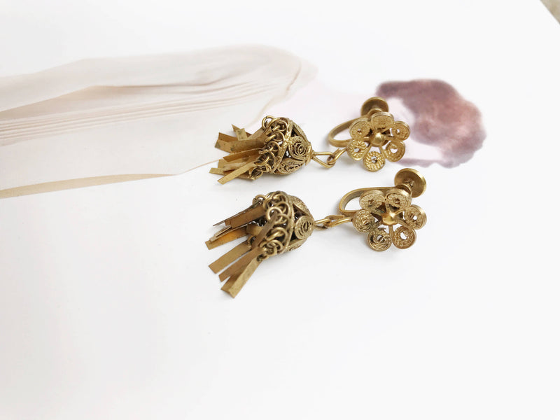 Vintage Art Deco screw back earrings | 1930's brass fringe dangle chandelier earrings | cannetille filigree flapper earrings