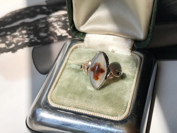 Vintage agate signet ring | 1940's Art Deco navette marquise banded agate stone ring | cream and brown stone silver gold filled | size 5 3/4