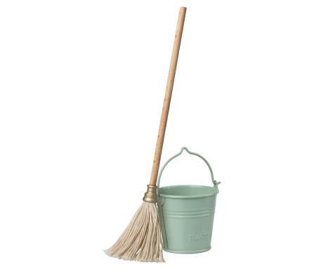 Bucket & Mop for Mouse