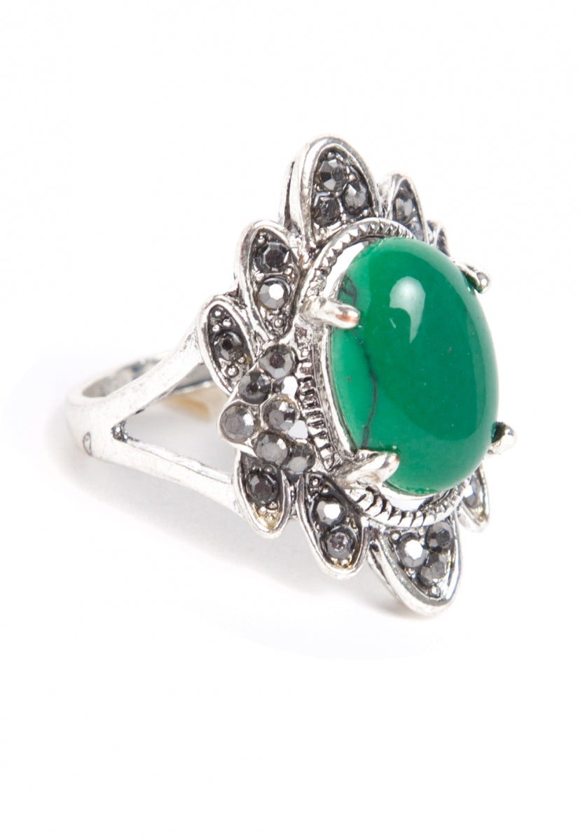 Queen Rhinestone Ring in Green - Jewelry - Wetseal